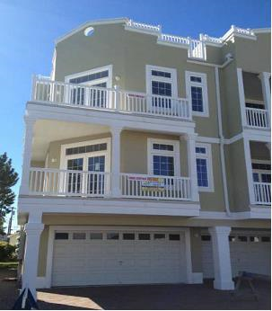 NEWER, HUGE, 2,700 sqft, BRIGHT END UNIT, ONE BLOCK TO BEACH WITH ROOFTOP DECK