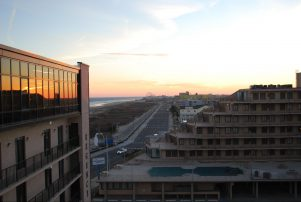 MODERN PENTHOUSE-MAGNIFICENT VIEWS **A FEW DISCOUNTED WEEKS in SEPT. Still Available.!!!