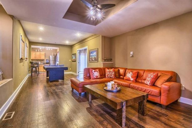 1st floor living room/recreation area