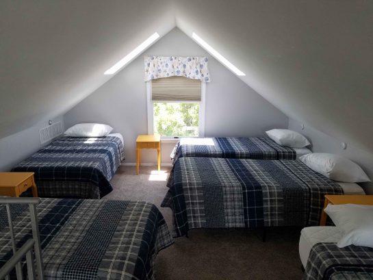 Loft Bedroom- 5 Twin Beds