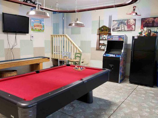 Game Room- Pool Table, Shiffleboard, Arcade Game, TV, Skee Ball