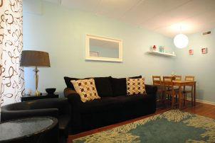 1st floor One bedroom Condo AC, 1 block to the beach and boardwalk