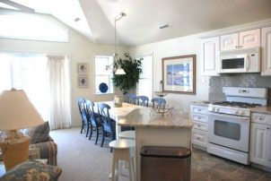 Pristine, Beautiful & Clean, 3br/2ba Condo Close To Boardwalk & Shops