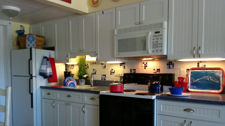 Fully equipped, updated kitchen complete with picnic basket for outdoor dining!