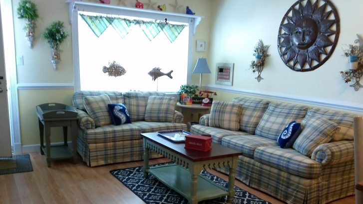 Spacious living area with deluxe, queen size sleeper sofa