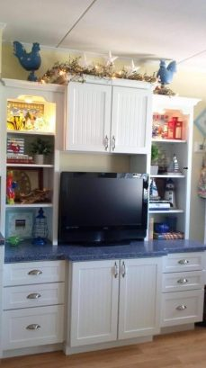 Flat screen HD TV, private internet and drawer storage