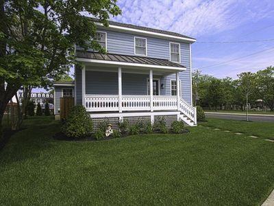 Front porch - Corgie St