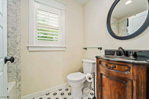 3rd bedroom bathroom w/ shower/tub combo