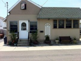 Adorable Historic Stone Harbor Cottage Near Surfing Beach with new kitchen/dining room renovation