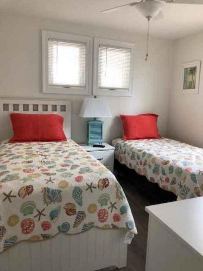 Second bedroom/twin beds