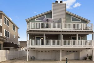 Avalon 4 Bedroom-2.5 Bath Town Home With New Pool and Hot Tub !!