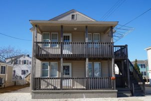 Clean and Comfortable 2nd Floor Duplex