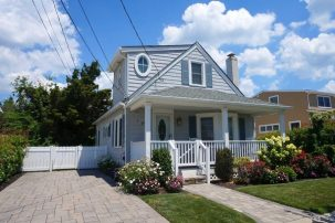 Seashore Cottage with Loads of Charm