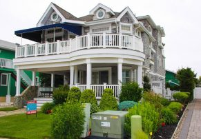 FIRST CLASS BEACH BLOCK HOME WITH A POOL, ELEVATOR AND OCEAN VIEWS!!!