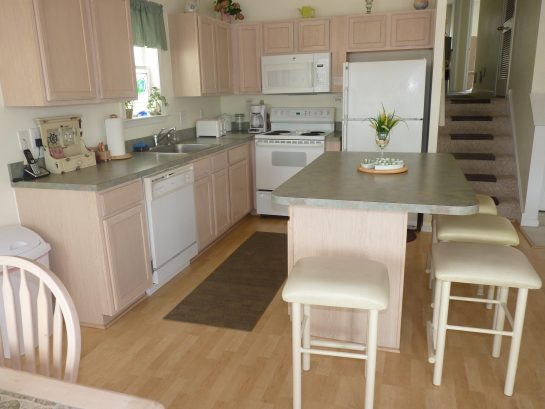 Fully equipped kitchen with refrigerator/freezer, dishwasher, microwave, electric oven and range, all cutlery, dishes and glassware