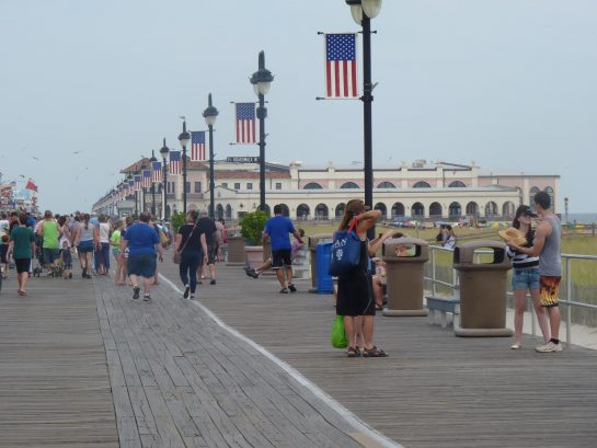 Close 7-10 minute walk to the boardwalk near shopping and rides