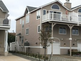 Beautiful, CLEAN, Walk to Everything Avalon Townhouse 4BD/2BA with 2 LARGE Family Rooms
