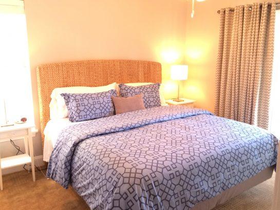 Junior Master - King Bed, TV, Private Porch - Bedroom 3