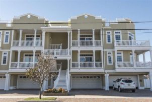 *NOW RENTING FOR 2018! *OCEAN VIEW* DESIREABLE NORTH WILDWOOD!! Sleeps 10 - Minutes to beach!!