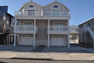 4 Bedrooms, 3.5 Bathrooms, Sleeps 10, Wifi. 1.5 blocks to beach.
