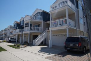 Beautiful 4 Bedrooms, Beach Block Condo