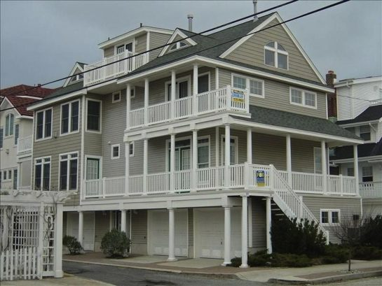Amazing Ocean Breeze and Views, Plus Just Steps to Beach,Boards, & Browns