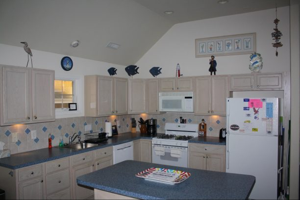 Kitchen Area is a Pleasure to make Meals for the Beach!