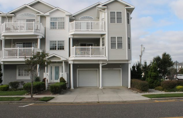 HIGHLY DESIRABLE BEACH BLOCK and BOARDWALK LOCATION!!. 2,050 SqFt.