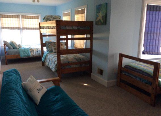 Bunk Bedroom/6 Twin Beds w/Futom