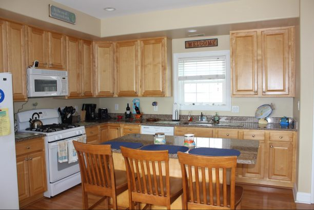 Large spacious kitchen with all you need and more!!!