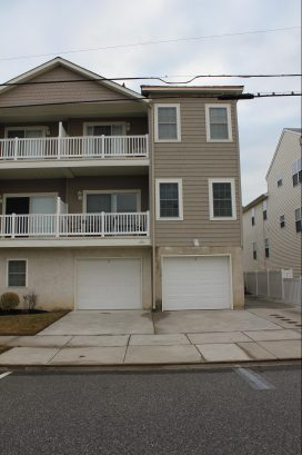 Newer Private Two Story Townhome just 1.5 Blocks to Beach & Boards - Heated Pool and Garage Parking