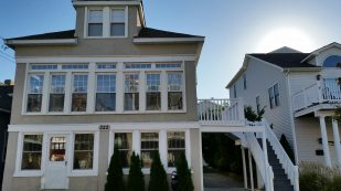 Quaint Victorian 6 - BR House Wildwood Rental 1/2 Block from Boardwalk