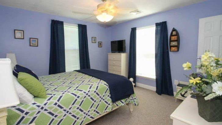 "Master Bedroom has queen bed and walking closet - 32"" TV and Ceiling fan"