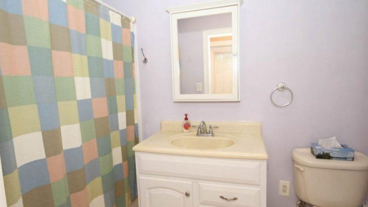 Bathroom near Master Bedroom has full bathtub