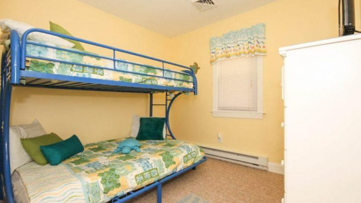 Bunkbed and single on top and double on bottom - Sleeps 3 - Flat screen TV