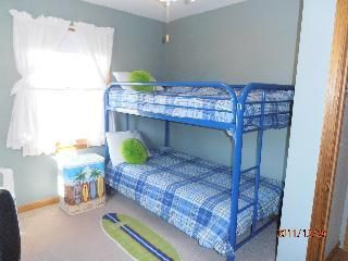 Bunkbed and single and TV