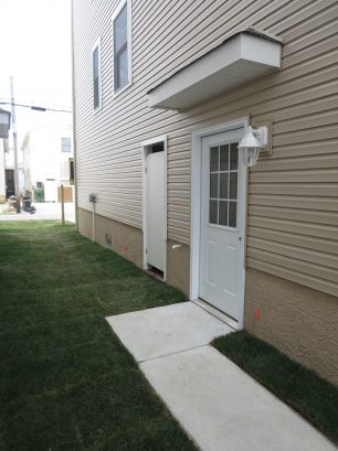 Side Yard View - Private entrance + external enclosed shower.
