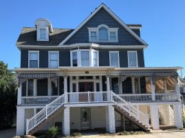 Beautiful Victorian - 2 Blocks from beach. Few Prime weeks left. Off street parking & Beach tags
