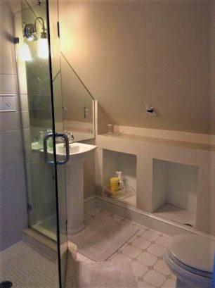 Bathroom 3 - 2nd floor