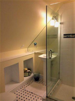 Bathroom 4 - 2nd floor