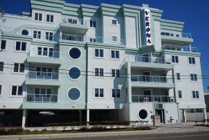 Beach Block Condo With Ocean Views & Roof Top Pool!