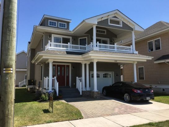 Very Large Open Concept,Spacious, Big Great Rm.& Den, 3 master BR's, many amenities, beach 2 blocks