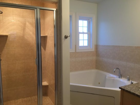 2nd floor master bedroom whirlpool & enclosed shower