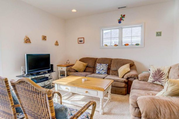 Clean, Comfortable & Convenient Condo @ the right Cost!