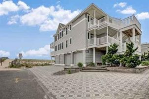 FABULOUS OCEANFRONT DUPLEX * Gorgeous 2nd Floor * 206 E. 31st Street