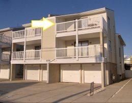 Walk to the beach, boards, and restaurants! 2 br/2 bath 2nd floor Condo - 1-1/2 blocks to the beach