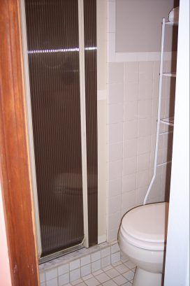 Lower Unit Bath with Shower