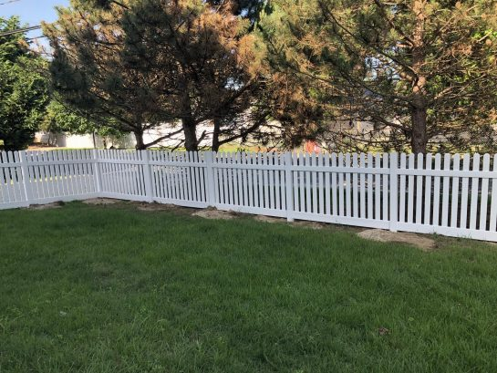 Nice fenced front yard for outdoor lawn games.