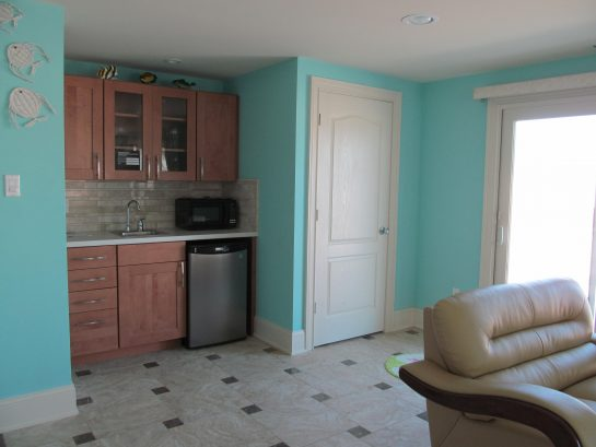 Ground floor wet bar with small microwave and referigerator