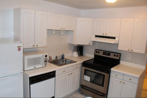 23-4 Hamilton av kitchen